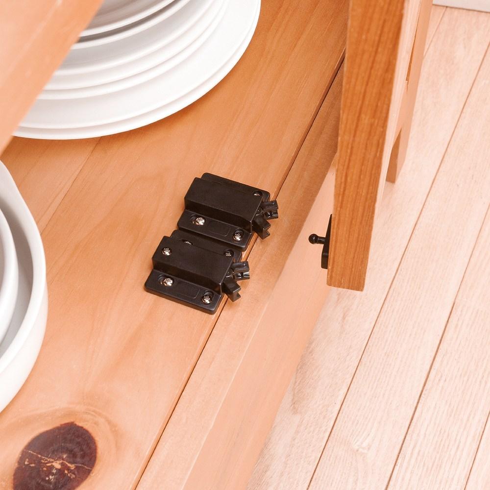 地震等の揺れによる扉の開きを抑え 収納物の飛び出しを防ぎます 押すだけの簡単操作で日常の扉の開閉もスムーズです ベスト 2-557 ミニ 2個入り 新品 限定品 セイフキャッチ