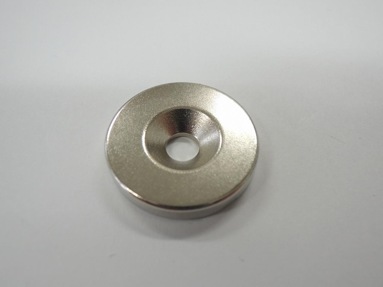 永久磁石とも呼ばれる丸型で穴付ネオジウム磁石です 上品 毎日がバーゲンセール ベスト ネオジウム 17-85 24×5.3×4 磁石