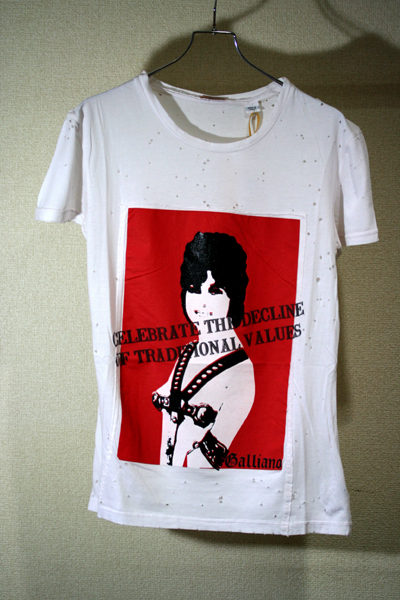 『セール ポイント5倍』ジョンガリアーノ John GallianoプリントTシャツ WHITEAUR732Y AR600A 010【あす楽対応】 【コンビニ受取】 【ロッカー受取】 【国際配送】
