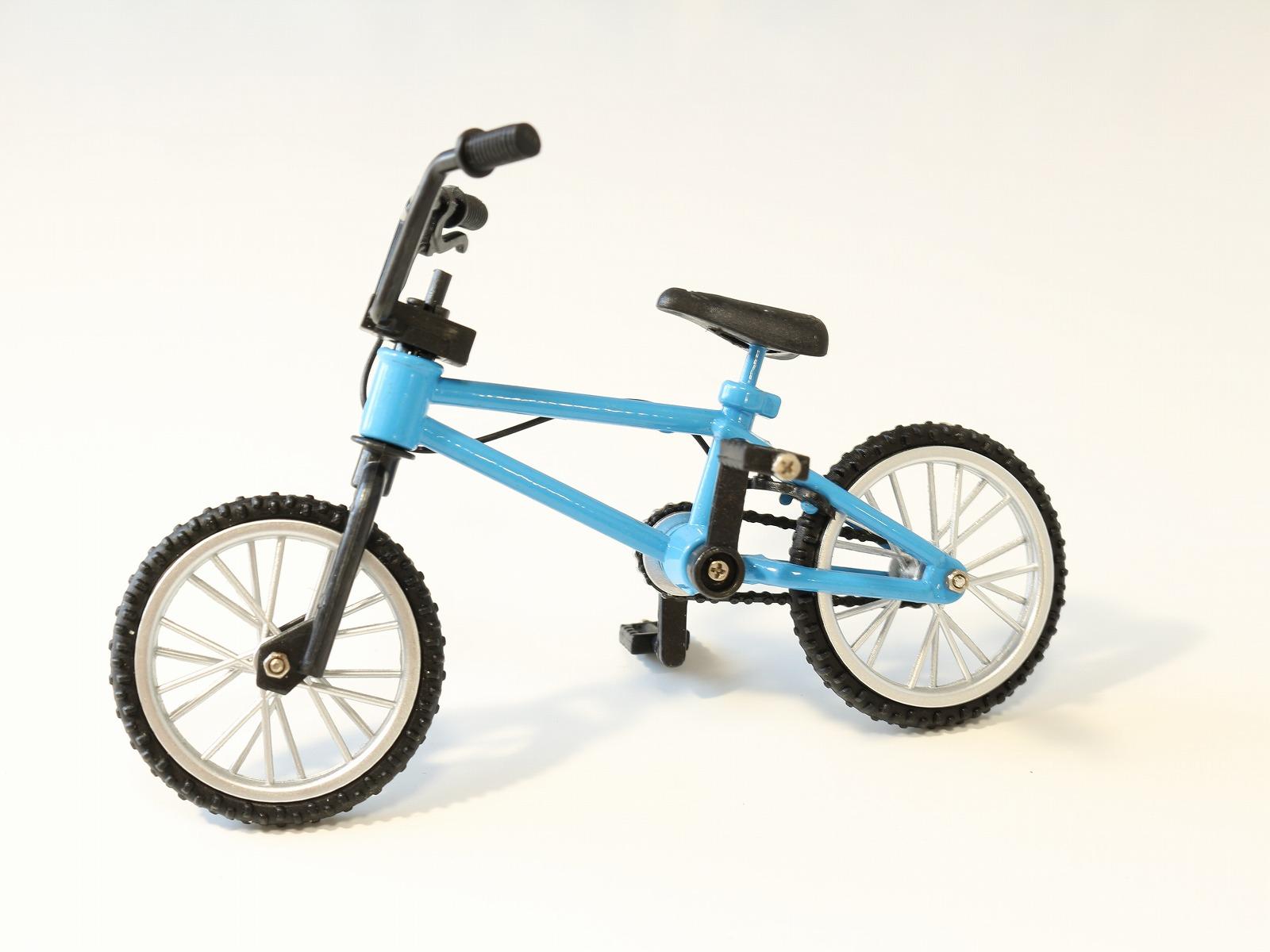 直輸入品激安 ミニチュア自転車の模型 スポーティな造形が人気のBMXタイプです ミニチュア 自転車 オビツ11 ドール 雑貨 模型 小径自転車 BMX 自転車激安 自転車ミニチュア 自転車模型 ミニチュア雑貨 ミニバイク 新作続 ブルー