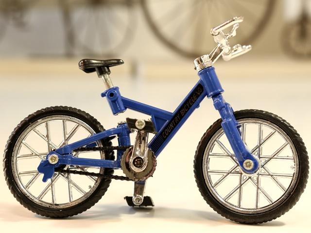精巧な作りのミニチュア自転車の模型 スポーティな造形が人気のMTBタイプ マウンテンバイク MTB ミニチュア 自転車 雑貨 模型 自転車模型 MTB自転車 自転車ミニチュア 希望者のみラッピング無料 ミニチュア雑貨 自転車激安 ミニバイク ブルー 即納送料無料! ミニチュア自転車模型