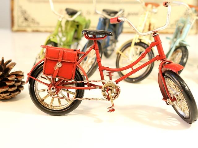 プレゼントにオススメ ミニチュアのブリキ自転車 仕上げにビンテージ加工 アンティークの風合いとしてお楽しみください ノスタルジックデコ バイシクル ミニチュア 自転車 雑貨 自転車ミニチュア 自転車模型 レトロ アンティーク 北欧 インテリア小物 アンティーク風 飾り小物 販促用 送料無料 激安 お買い得 キ゛フト テレビで話題 家具 置物 店舗用 オブジェ オーナメント