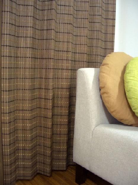 デザインウッドカーテン JA-001W_003W W200xH175cm北海道産シナ材を国内加工の天然木カーテン光触媒加工を施し、F☆☆☆☆(フォースター)も取得木のヒゴを、すだれ状に織り布製の遮断する製品とは違う空気感を感じて頂けます幅約2Mで大きな窓にも
