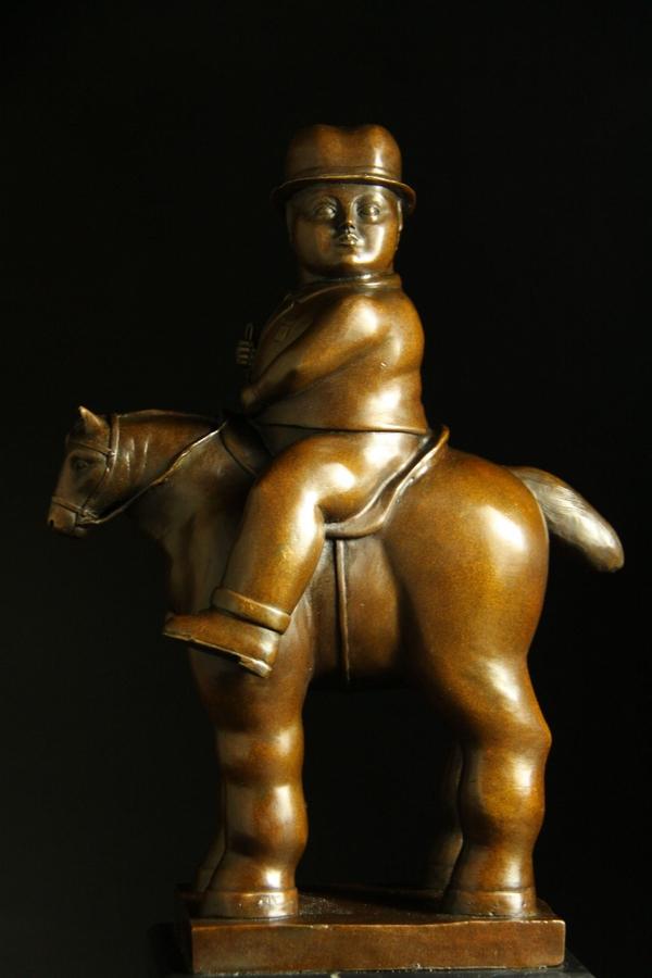 【送料無料】大型重量ブロンズ像 太い馬に乗る男子 38cm 大名品インテリア彫刻フィギュア