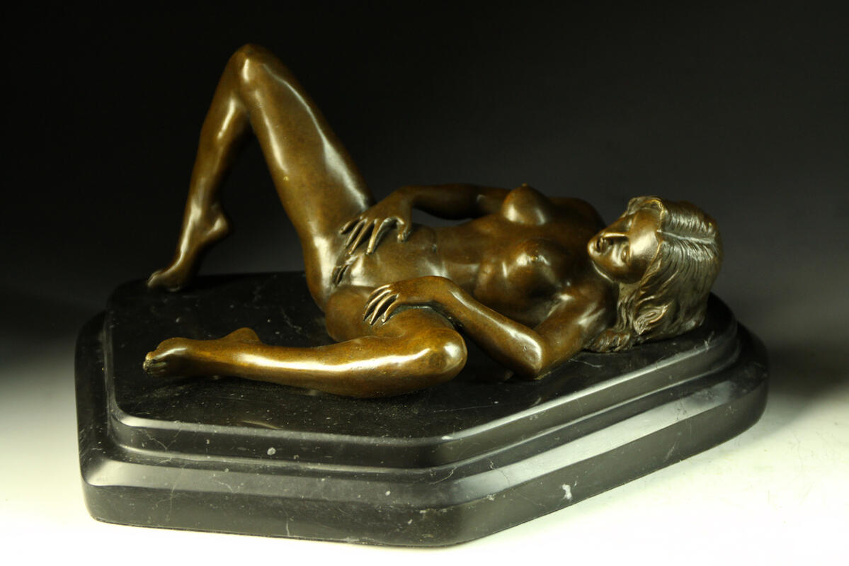 The nude woman ◇ Nino Oliviono ◇ perfect gem that popular figure in bronze ◇ is sexy