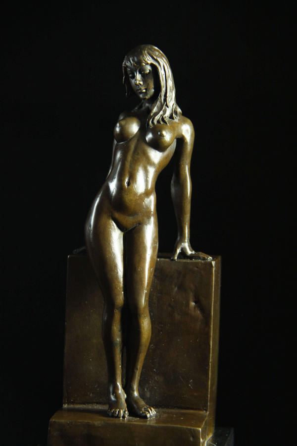 tide-naked-bronze-girl