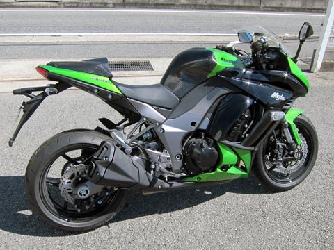 Ninja1000(ニンジャ)11~16年 タンクパッド タイプR FRP/黒(FB) A-TECH(エーテック)