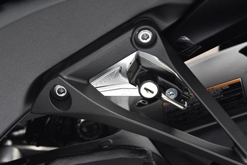 ヘルメットホルダー アルミステー/シルバー ヘルメットロック/ブラック AGRAS(アグラス) ZX-10R(16年)