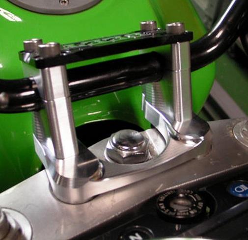 ハンドルアジャストポストキット ブレース付き(ブラック) BEET(ビート) ZRX1200R/S