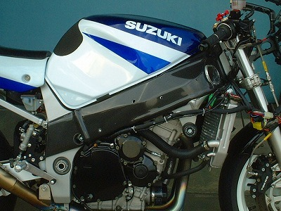 フレームカバー カーボン綾織 CLEVER WOLF RACING(クレバーウルフレーシング) GSX-R1000(01~02年)