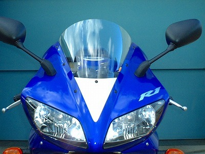 GPスクリーン(スモーク) 純正色シルバー(写真のスクリーン先端白い部分) CLEVER WOLF RACING(クレバーウルフレーシング) YZF-R1(02~03年)