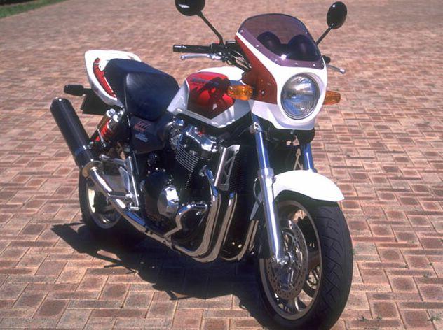 ロードコメット スモークスクリーン パールフェイドレスホワイト/キャンディアラモアナレッド(限定カラー) 通常スクリーン シックデザイン CB1300SF(01年)