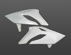 Dトラッカー(04~07年) ラジエターシュラウド(左右セット) FRP製・白 MAGICAL RACING(マジカルレーシング)