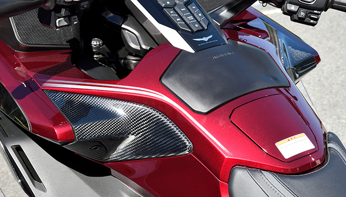 サイドカバー(左右セット)/綾織りカーボン製 MAGICAL RACING(マジカルレーシング) GL1800 ゴールドウイング(18年)
