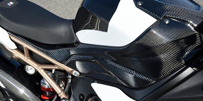 タンクサイドカバー/平織りカーボン製 MAGICAL RACING(マジカルレーシング) BMW S1000RR(19年)