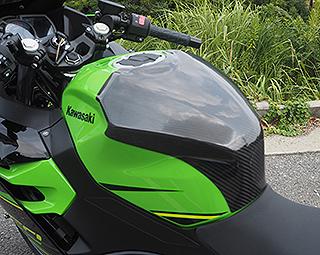 タンクエンド/綾織りカーボン製 MAGICAL RACING(マジカルレーシング) Ninja400(ニンジャ400)18年