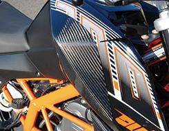 KTM 200DUKE タンクサイドパッド 綾織りカーボン製 MAGICAL RACING(マジカルレーシング)