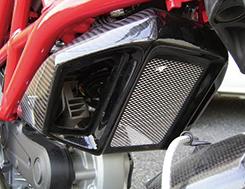DUCATI Monster696 ラジエターカバー(センター部分ネット付き)綾織りカーボン製・一部FRP黒ゲル MAGICAL RACING(マジカルレーシング)