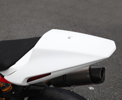 TRIUMPH DYTNA675(14年) テールカウル FRP製・白 MAGICAL RACING(マジカルレーシング)