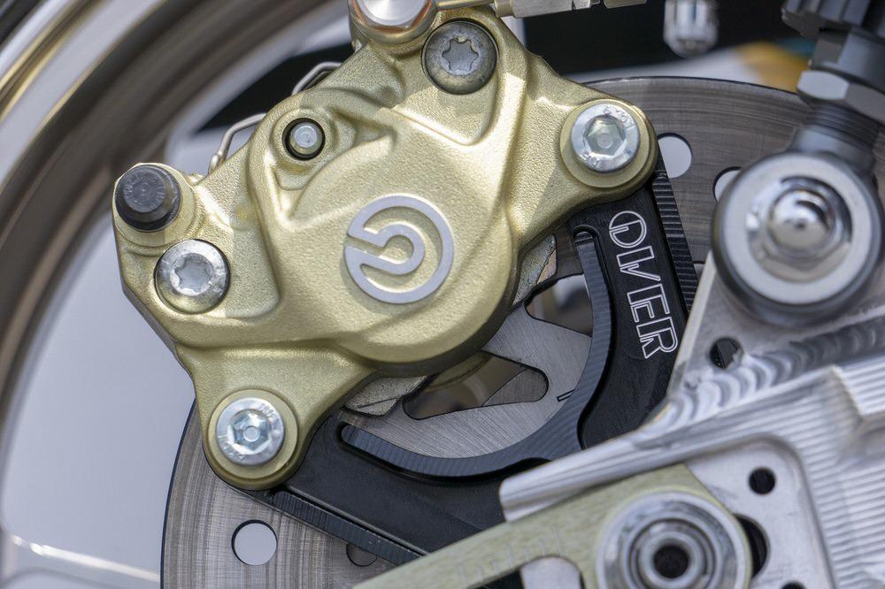 リアキャリパーサポート ブレンボ2P(カニ) アップマウント(上側) ブラック OVER(オーバーレーシング) モンキー125(2BJ-JB02)