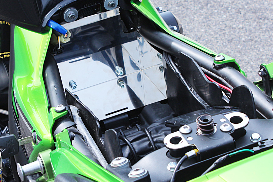 ZRX1200 DAEG(ダエグ) ツールボックスキット PMC(ピーエムシー)