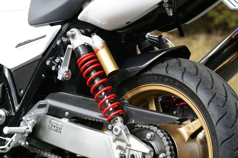 エアロデザイン カーボンリヤフェンダー ノーマルスイングアーム用 STRIKER(ストライカー) CB1300SF/SB ※ABS車専用