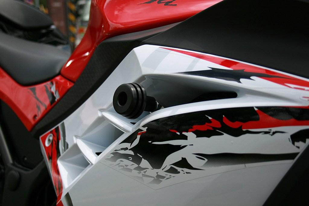 Ninja250(ニンジャ)/ABS 13年~ ガードスライダーアッパー STRIKER(ストライカー)