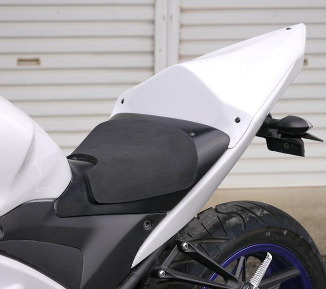 YZF-R25(14年~) シングルシート/レース/白ゲル ファスナーバージョン シート高20mmUP 才谷屋(サイタニヤファクトリー)