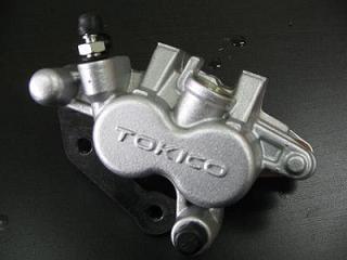 アドレスV125/G(K5/K6/K7/K9) 強化ブレーキキャリパー&パットセット 油漢(YUKAN)