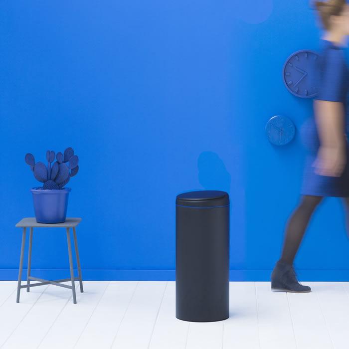 【送料無料】『ブラバンシア フリップビン 30L ブルー』【ゴミ箱 シンプル スタイリッシュ スリム 筒型 ごみ箱 キッチン インテリア 雑貨】