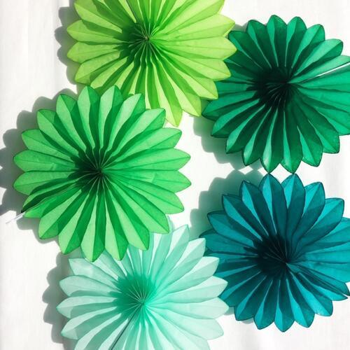 お花のようなグリーン系グラデーションペーパーファンセット ベーシックファン 訳あり商品 爆買いセール 15cm 5点セット グリーン系 ペーパーファン パーティー飾り付け インテリア 紙製 部屋装飾 パーティー デコレーション FANTASIES 装飾 PAPER