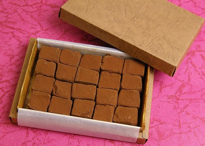 賜物 内祝い 快気祝い お返し ギフト プレゼント 各種ギフトにも パティスリー 生チョコレート TakaYanai 20粒 買い物 生チョコ スイーツ