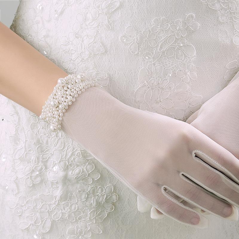 シンプルなショートグローブ どんなドレスにも合わせやすいシンプルイズベスト☆彡 グローブ 購入 結婚式 即納 ショートグローブ ウェディンググローブ レース パール飾り 記念日 ウエディンググローブ ブライダル小物 ウェディング小物 gvs14