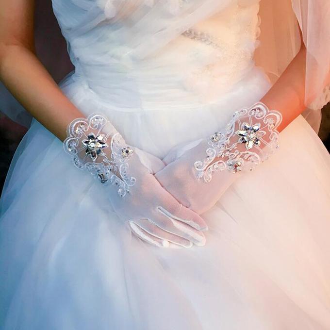 シックでお姫様感満載なショートグローブ プリンセスラインのドレスによく合う☆彡 伸縮性あり ショートグローブ ウェディンググローブ ブライダル小物 gvs26yh ウェディング小物 ウエディンググローブ 刺繍 保障 返品送料無料