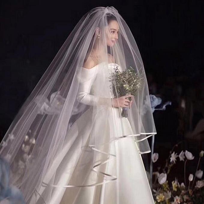優雅で豪華なロングベール どんなドレスにも合わせられる正統派デザイン☆彡 ロングベール 2層ベール コーム付き 結婚式 正規品 ウェディングベール レース ウエディングベール 長さは約0.9m+3m 幅3m ホワイト ts114tm 安全 オフホワイト