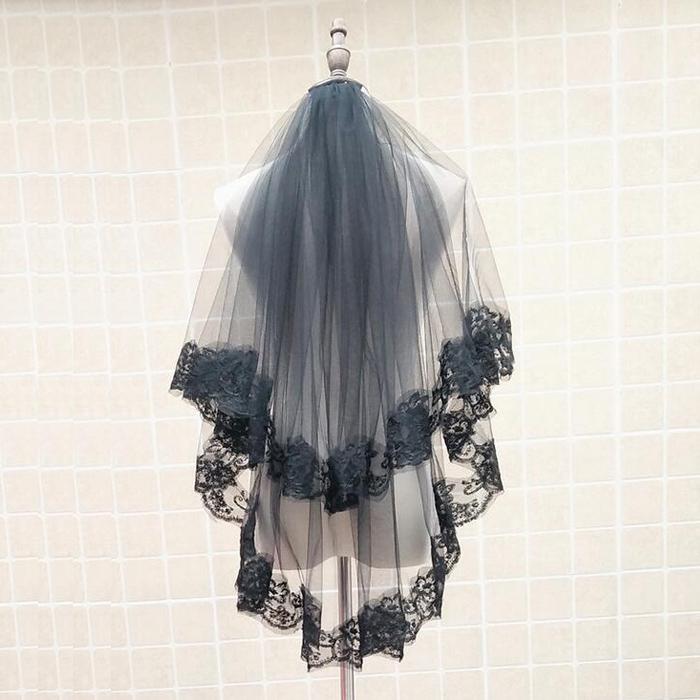 ※ラッピング ※ コーム止めでアレンジしやすい ユニックなブラックベール☆彡 ベール ブラック ミドル 2層 コーム付き コスプレ cosplay ts150as 開催中 80cm 各層の長さは約60cm ブラックベール 結婚式 パーティー lolita ロリター Veil