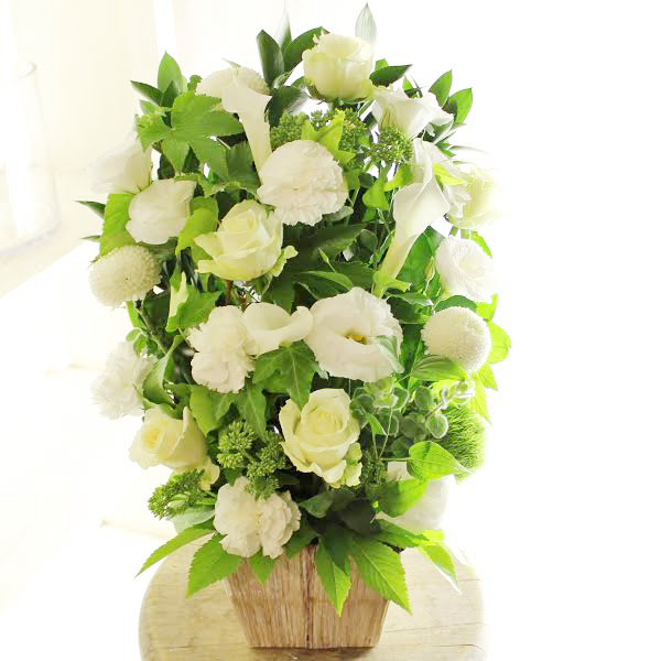 アレンジメントフラワー G&W Basket(グリーン・白系)※デザイナーが手がけるお洒落な一品誕生日 バースディ 妊娠 出産祝い 結婚記念日 ブライダル 婚約 贈り物 フラワーギフト プレゼント お祝い お花 送料無料 メッセージカード無料 あす楽