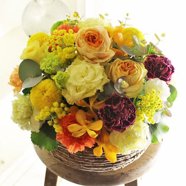 アレンジメントフラワー Round Basket(黄色・オレンジ系)※デザイナーが手がけるお洒落な一品結婚祝い 入籍祝い ブライダル ウェディング 婚約 贈り物 フラワーギフト プレゼント お祝い お花 送料無料 メッセージカード無料 あす楽