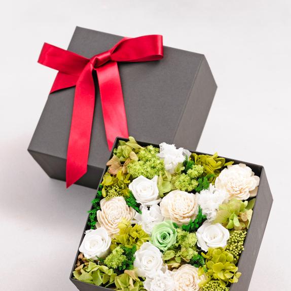 退職祝いに、送別会・歓迎会のプレゼントに枯れないお花と電報を一緒にお届け!デザイナーズ プリザーブドフラワー エレガントbox(whitegreen colors)を全国へ配送します【全国送料無料・電報代金無料】