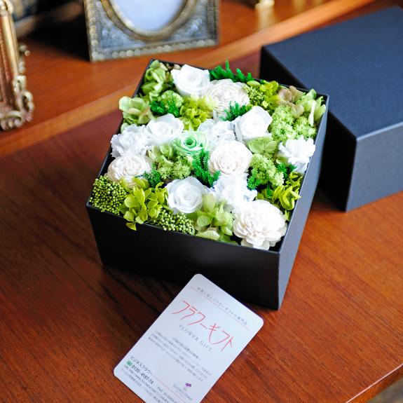 電報代金は無料!結婚祝いや誕生日のお祝いに!電報とデザイナーズ プリザーブドフラワー エレガントbox(whitegreen colors)を一緒にお届け致します【全国送料無料】