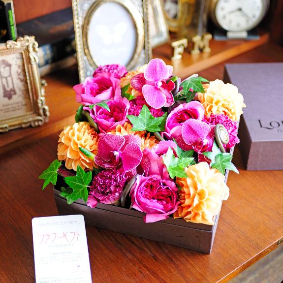 デザイナーズフラワー Classic Box(ロイヤル)出産祝い 誕生祝い 妊娠 出産 誕生 出生 バースディ 贈り物 フラワーギフト プレゼント お祝い お花 送料無料 メッセージカード無料 あす楽