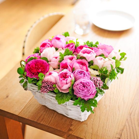スクエア型バスケット仕立てのアレンジメントフラワー(高級バラ・ピンク系)結婚祝い 出産祝い 誕生祝い バースディ ブライダル 婚約 誕生日 贈り物 フラワーギフト プレゼント お祝い お花 送料無料 メッセージカード無料 あす楽