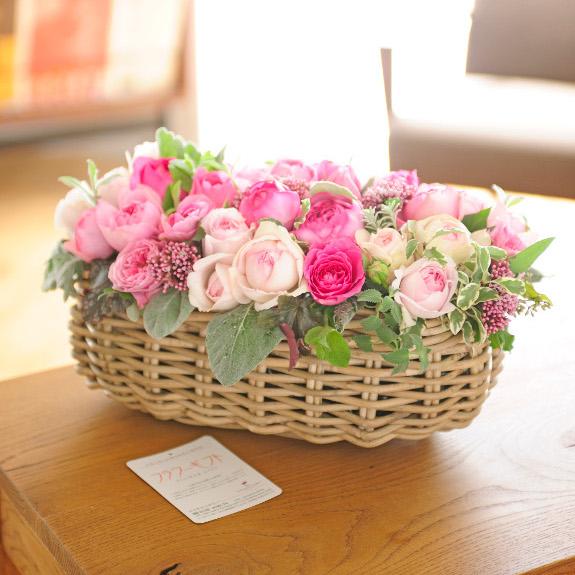 アレンジメントフラワー 高級バラ FLOWER GARDEN(バスケット仕立て・ピンク系)結婚祝い 出産祝い 誕生祝い バースディ ブライダル 婚約 誕生日 贈り物 フラワーギフト プレゼント お祝い お花 送料無料 メッセージカード無料 あす楽
