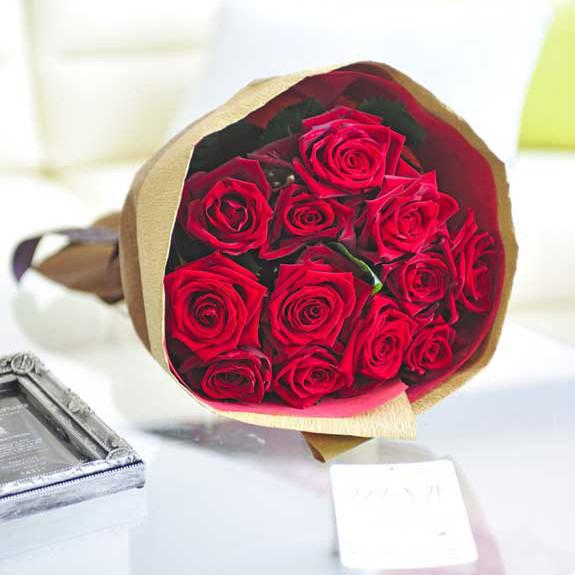 お祝い花の贈り物 プレゼントにオススメのバラの花束 ブーケ メーカー再生品 生産農園より直送宅配でお届けする新鮮なフラワーギフトはオススメの一品です 皇室献上実績のバラ農園から宅配直送 花束 赤バラ12本誕生日 結婚祝い 長寿祝い 新築祝い 退職祝い ブライダル 楽ギフ 送料無料 メッセージカード無料 プレゼント お花 毎日激安特売で 営業中です ラッピング無料 お祝い あす楽 贈り物 ウェディング フラワーギフト 結婚式