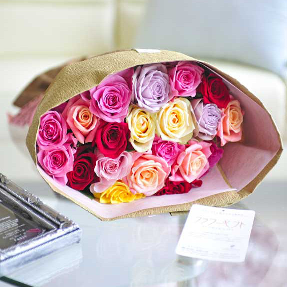 お祝い花の贈り物 プレゼントにオススメのバラの花束 ブーケ 生産農園より直送宅配でお届けする新鮮なフラワーギフトはオススメの一品です 皇室献上実績のバラ農園から宅配直送 花束 ミックスバラ20本誕生日 結婚祝い 長寿祝い 新築祝い 退職祝い ブライダル ウェディング 楽ギフ ラッピング無料 お花 メッセージカード無料 プレゼント 贈り物 送料無料 お祝い 新品未使用 受賞店 結婚式 あす楽 フラワーギフト