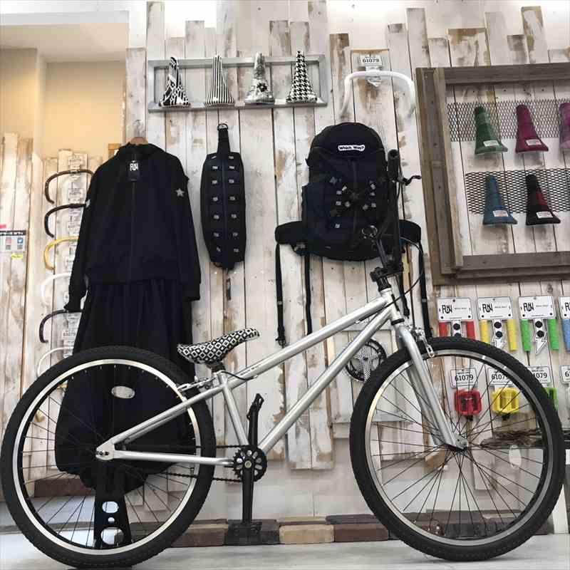 サドルが選べる BMX 26インチ 完成車 FUNシルバー[自転車][BMX][ピスト][ピストバイク][カスタム][700C][26インチ][20インチ][BMXハンドル][タイヤ][フリーギア][ホイール][ステム][BMXステム][ストリート][おしゃれ][フリーホイール]