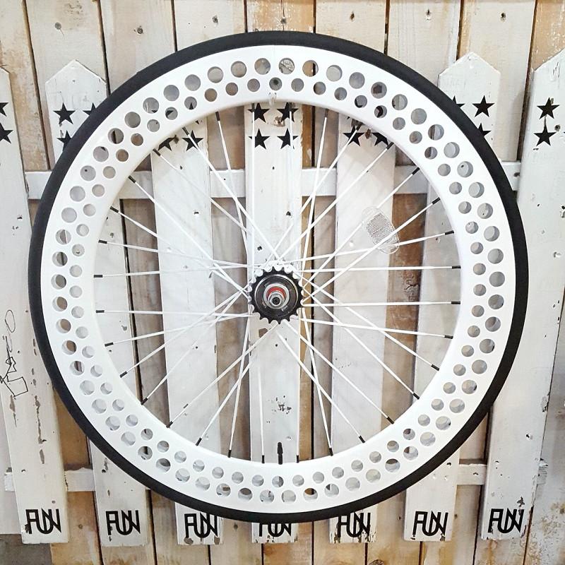 FUN 700C SODA 完組みホイールリア ホワイトタイヤ・チューブ・リムテープ・セットINNOVA 700×23C ピスト ピストバイク ピストホイール ピストパーツ 固定ギア フリーギア 自転車 23C タイヤ ライダーズカフェ