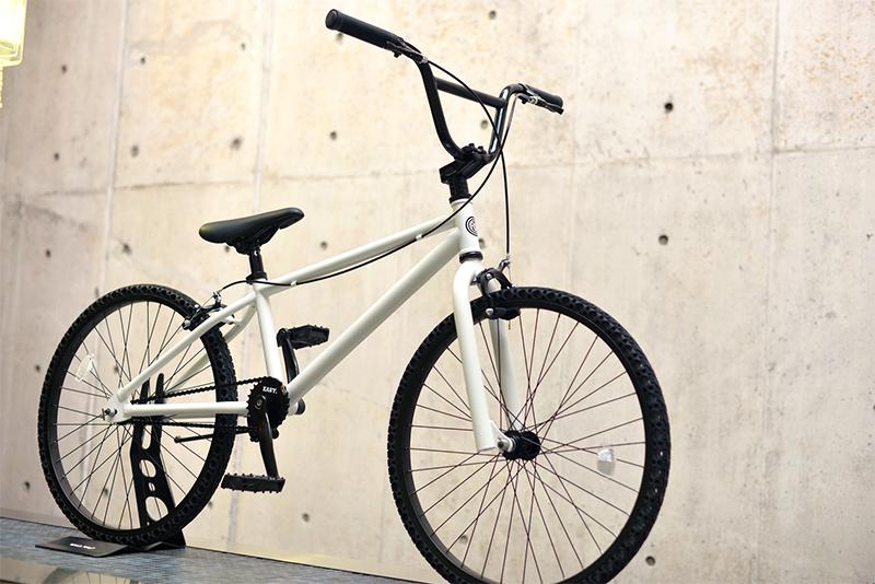 ノーパンク自転車 FUN EASY BMX 24インチ 完成車マットホワイト クルーザー おススメ BMX24インチ ノーパンクタイヤ ライダースカフェ