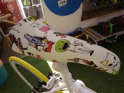 FUN[エミリー]サドル ベージュ[ピスト][BMX][ピストパーツ][シート][サドル][自転車][ピストバイク][ピストサドル][猫][自転車サドル][ロードバイク][ミニベロ][クロスバイク][カスタム][ビーチクルーザー]