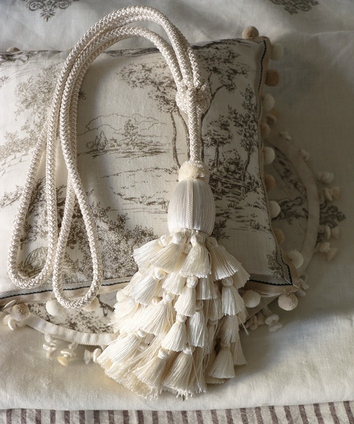 Houles リリー タッセル タイバック ホワイト/ カーテン クッション タッセル トリム 部材 飾り ブレード リボン コード フランス
